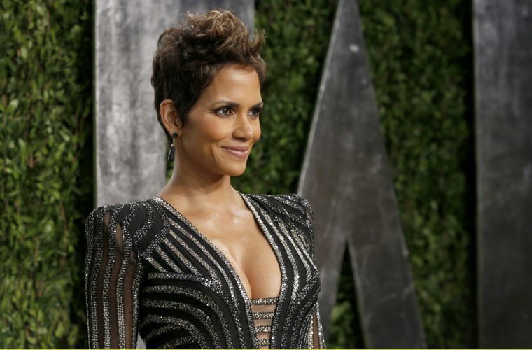 Halle Berry attends the 2013 Vanity Fair Oscars Party in West Hollywood, California February 24, 2013. (Danny Moloshok /Reuters photo)