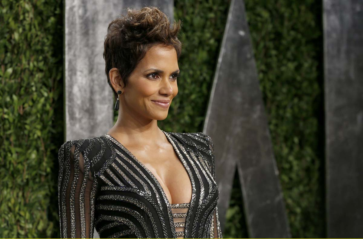Who is halle berry dating 2013