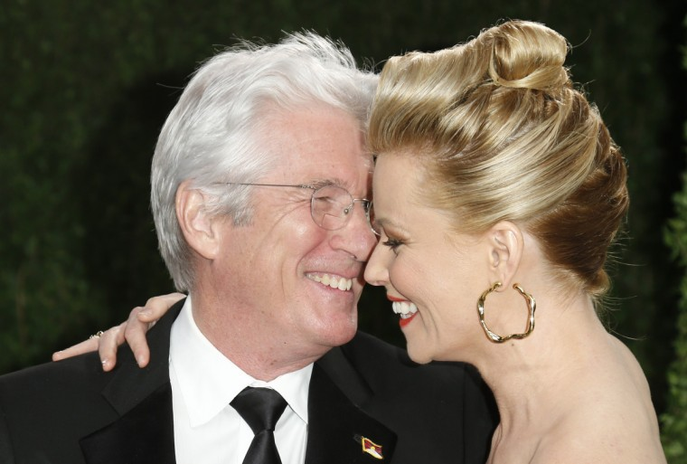 Richard Gere (L) and Elizabeth Banks at the 2013 Vanity Fair Oscars Party in West Hollywood, California February 24, 2013. (Danny Moloshok /Reuters photo)