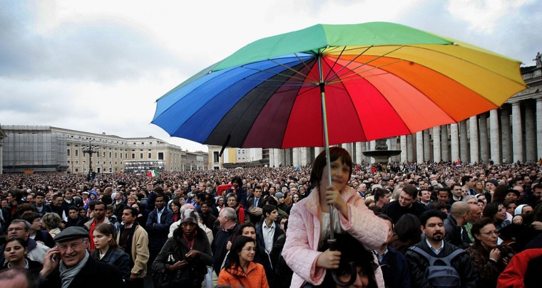 Crowds gather in St Peter's square on April 19, 2005 in Vatican City, awaiting the election of the 265th pope. (Chris Jackson/Getty Images)