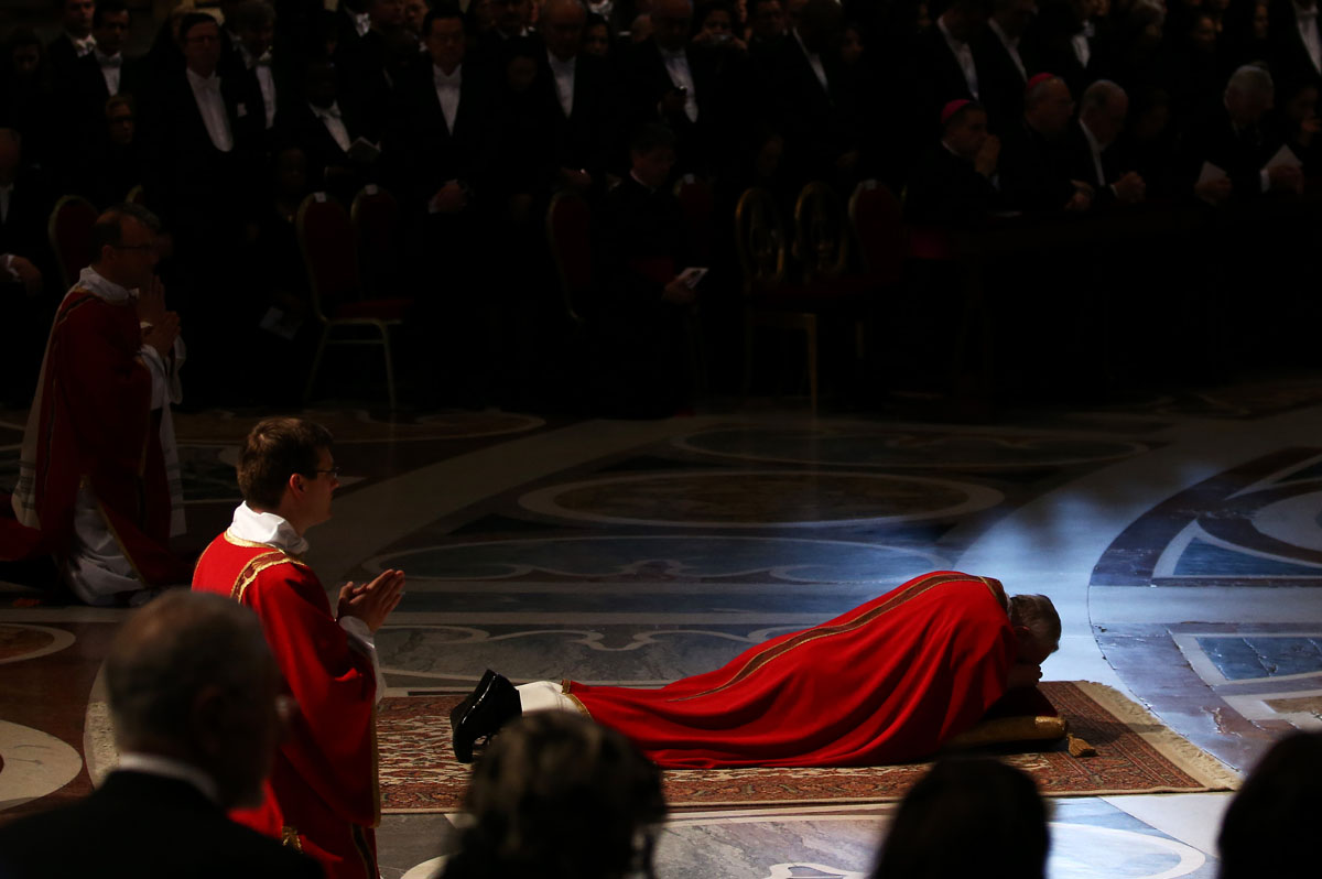 March 29 Photo Brief: Pope Francis prays for Good friday, German beaches get snow for Easter, North Korea takes aim for America