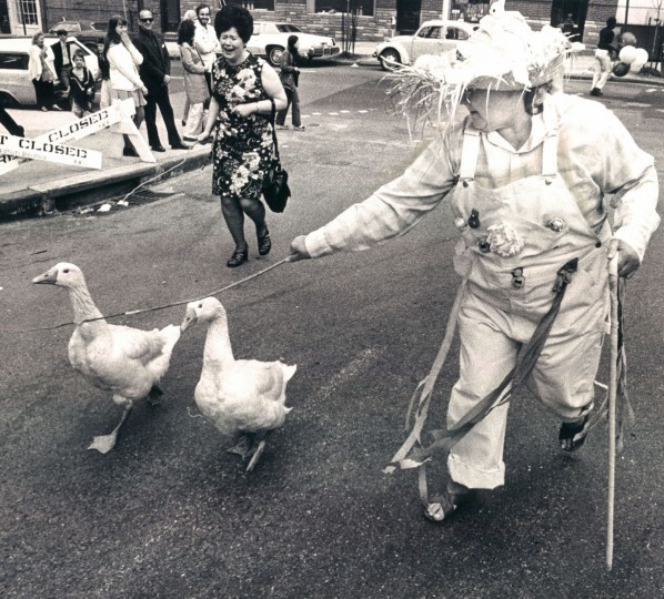 Dorothy Reynolds parades her geese, Elvis and Kathy, during an Easter parade on Charles Street in 1974. (Carl D. Harris, The Baltimore Sun)
