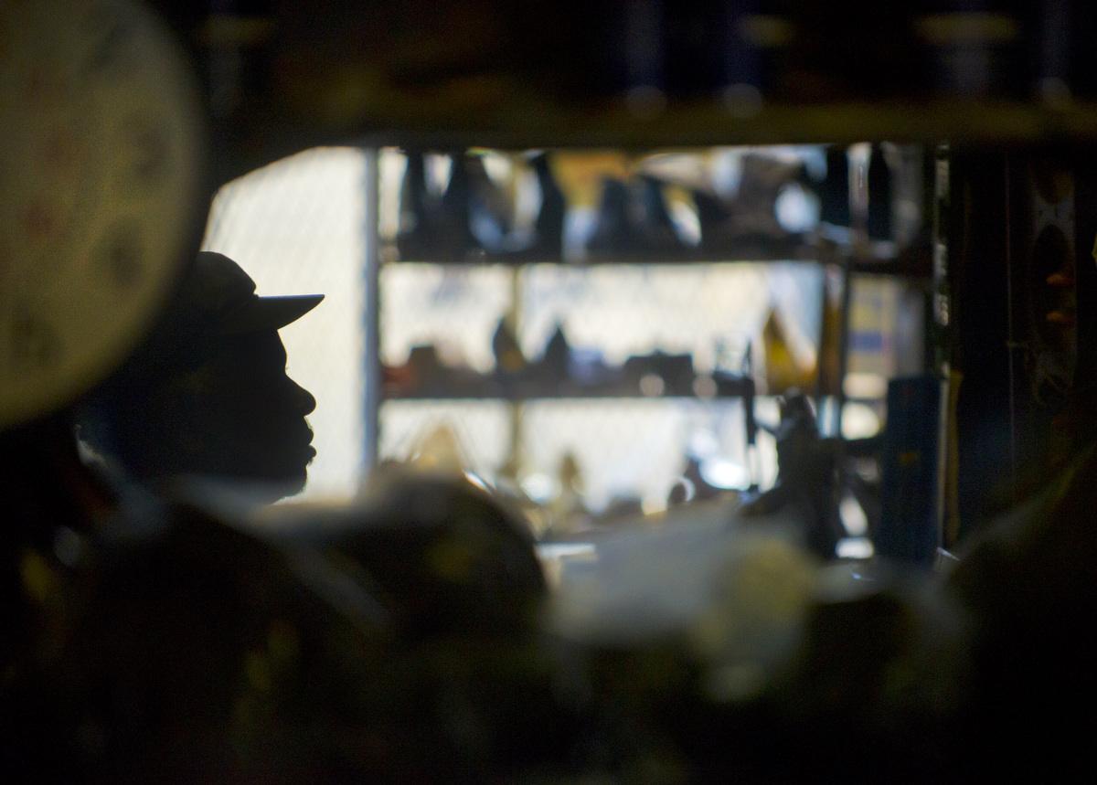 Baltimore cobbler shutters his neighborhood store