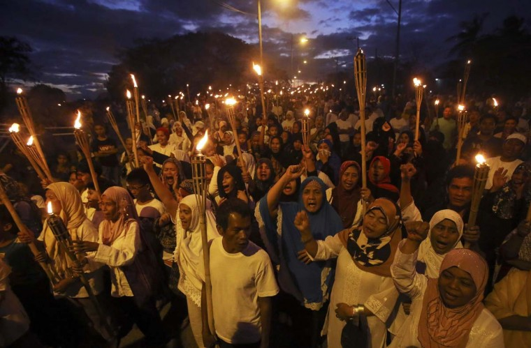 Filipino Muslims shout peace slogans during a prayer rally in Taguig, Metro Manila March 6, 2013. About 1000 Filipino Muslims called on Malaysian military forces and armed supporters of Sultan of Sulu Jamalul Kiram III for the immediate cessation of hostilities in Sabah during a prayer rally in Maharlika Muslim village on Wednesday. (Erik De Castro/Reuters)