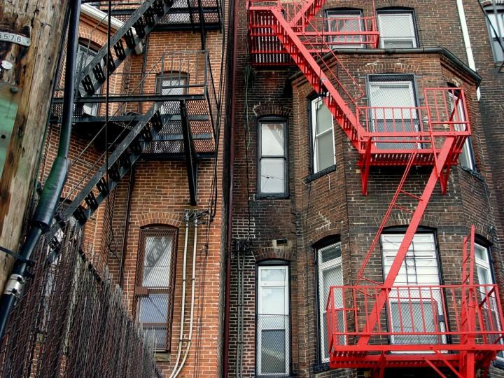 Back alleys. (Photo by ianbukowski)