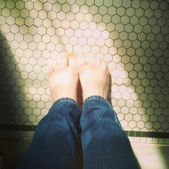 I hate feet but I love the sunlight. Happy first day of Spring! (Photo by misschili93)
