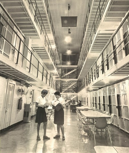 Corrections officers patrol the women's portion of the Baltimore City jail in 1968. (Baltimore Sun File Photo)