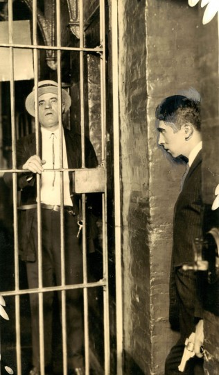 Authorities investigate an escape at the Baltimore City jail in 1924. (Baltimore Sun File Photo)