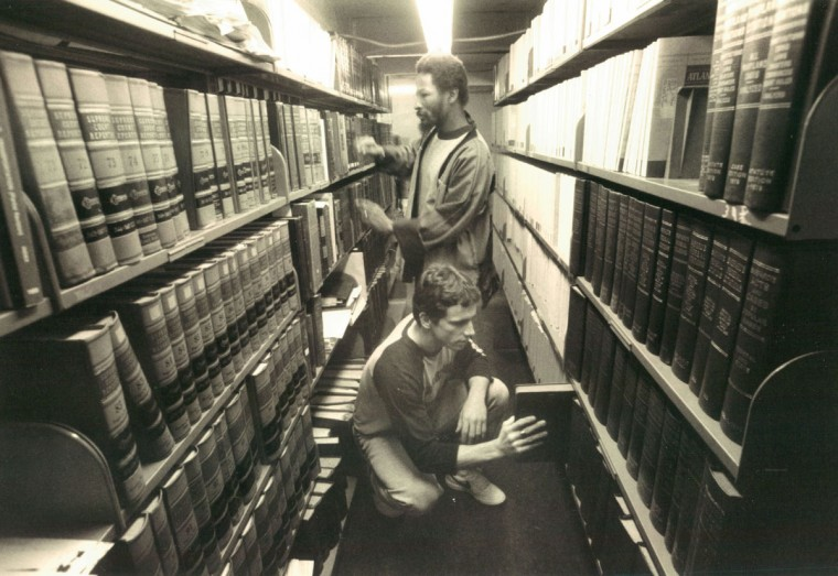 In 1986, detainees make use of the library at the Baltimore City jail. (Baltimore Sun File Photo)