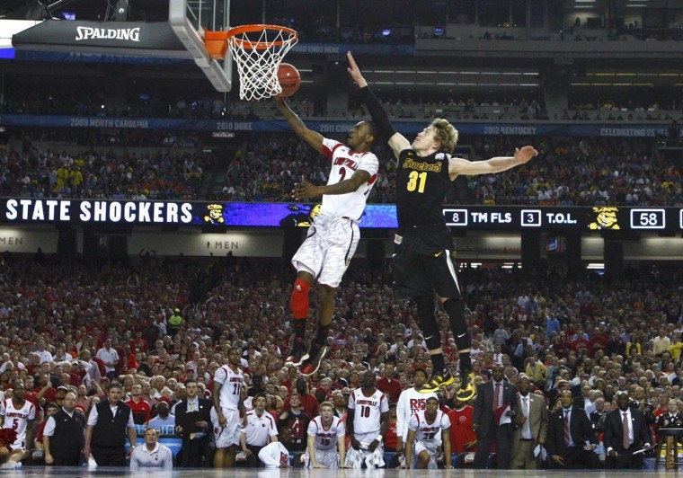 Louisville Cardinals guard Russ Smith (L) drives to the hoop past Wichita State Shockers guard Ron Baker during the second half of their NCAA men's Final Four basketball game in Atlanta, Georgia April 6, 2013. (Chris Keane/Reuters)