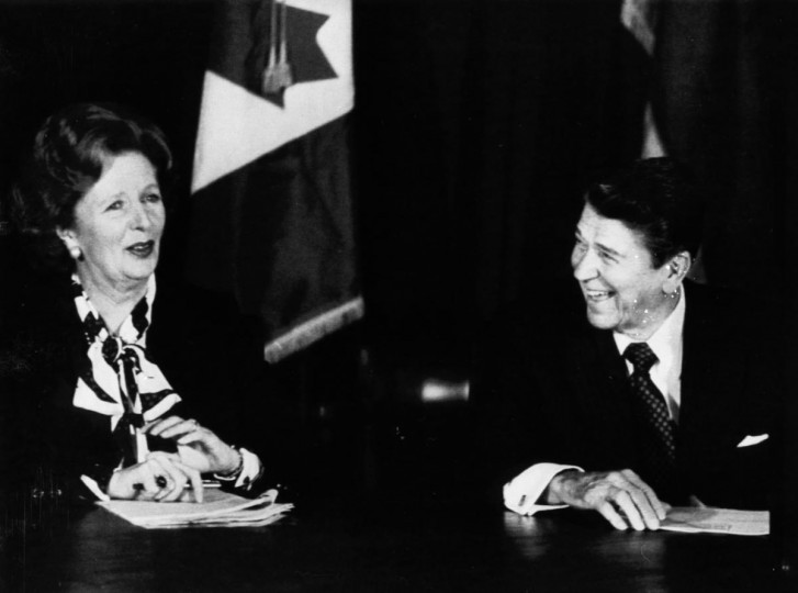 Then British Prime Minister Margaret Thatcher (L) and then U.S. President Ronald Reagan share a laugh during a meeting of the Allied leaders in New York in this October 24, 1985 file photo. (Chas Cancellare/Reuters Files)