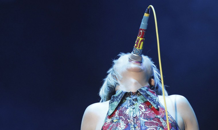 Karen O of the Yeah Yeah Yeahs performs during the Coachella Music Festival in Indio, California on April 12, 2013. (Mario Anzuoni/Reuters)