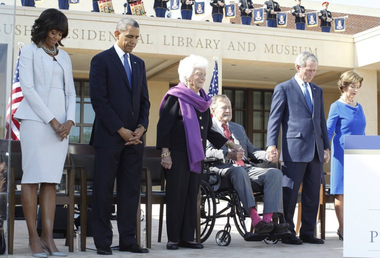 (From L-R) U.S. First Lady Michelle Obama and President Barack Obama stand alongside members of the Bush family, former first lady Barbara Bush, former presidents George H.W. Bush and George W. Bush and former first lady Laura Bush, as they participate in an invocation during the dedication ceremony for the George W. Bush Presidential Center in Dallas. (Jason Reed/Reuters)
