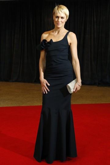 Actress Robin Wright walks the red carpet at the annual White House Correspondents' Association dinner in Washington, April 27, 2013.( Jonathan Ernst/Reuters)