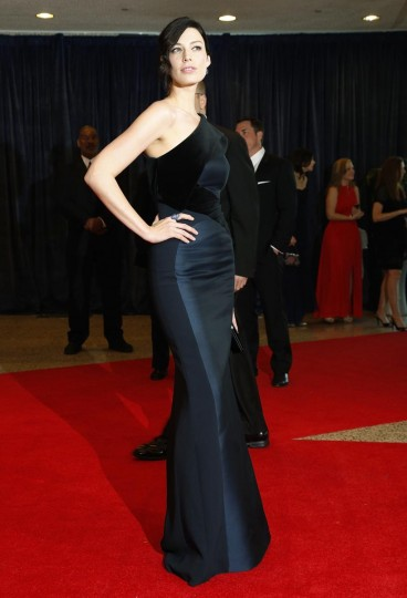 Actress Jessica Pare arrives on the red carpet at the annual White House Correspondents' Association dinner in Washington April 27, 2013. (Jonathan Ernst/Reuters)