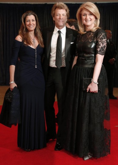 Singer Jon Bon Jovi arrives on the red carpet with his wife Dorothea Hurley (L) and Arianna Huffington (R) at the annual White House Correspondents' Association dinner in Washington April 27, 2013. (Jonathan Ernst/Reuters)