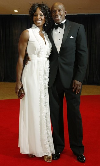 Former NFL wide receiver Donald Driver and his wife Betina arrive on the red carpet at the annual White House Correspondents' Association dinner in Washington April 27, 2013. (Jonathan Ernst/Reuters)