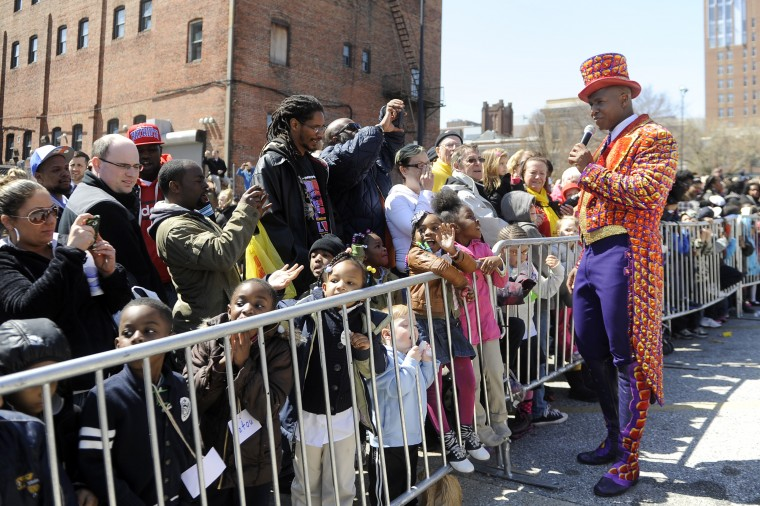 "The circus emcee greets the crowd at the 30th annual ""elephant brunch"" outside Lexington Market. (Barbara Haddock Taylor/Baltimore Sun)"