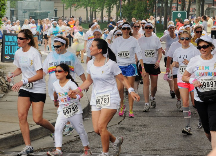 """Clean"" runners head toward the first colored cornstarch station on the course of the inaugural Baltimore Color Run. (Kenneth K. Lam/Baltimore Sun Photo)"