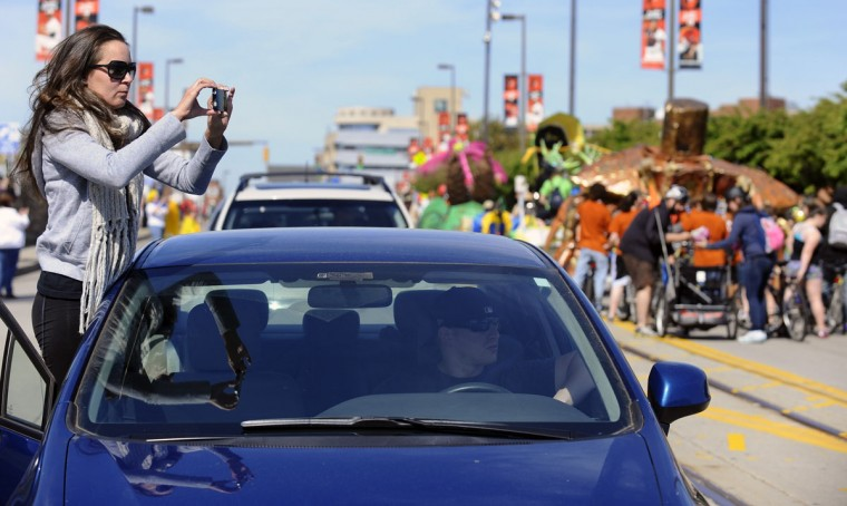 Colleen Perzan, of Nottingham, decided to take pictures of race participants while stuck in the traffic jam caused by the start of the 15th annual Kinetic Sculpture Race at the American Visionary Art Museum. (Kenneth K. Lam/Baltimore Sun Photo)