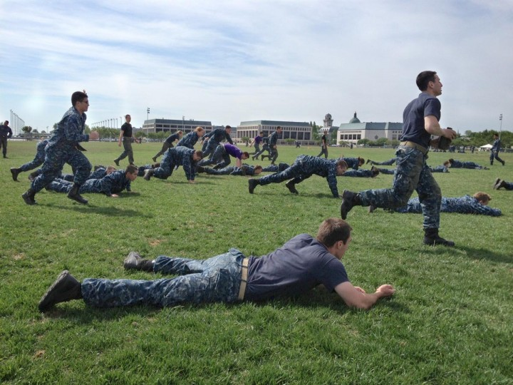 Plebes buddy rush on Hospital Point during USNA Sea Trials. (Kim Hairston/Baltimore Sun)