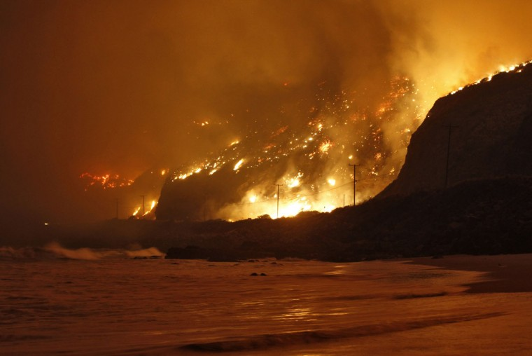 The Springs Fire rages along the Pacific Ocean north of the Ventura County Line May 2, 2013. (Jonathan Alcorn/Reuters)