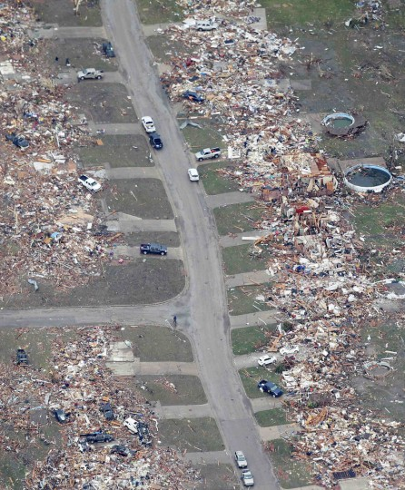 An aerial view of destroyed homes in Moore, Oklahoma May 21, 2013, in the aftermath of a tornado which ravaged the suburb of Oklahoma City. Rescuers went building to building in search of victims and thousands of survivors were homeless on Tuesday, a day after a massive tornado tore through Moore, wiping out whole blocks of homes and killing at least 24 people. Seven children died at the school which took a direct hit in the deadliest tornado to hit the United States in two years. (Rick Wilking/Reuters)