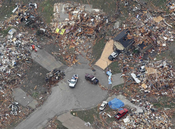 An aerial view of damage in a neighborhood in Moore, Oklahoma May 21, 2013, in the aftermath of a tornado which ravaged the suburb of Oklahoma City. Rescuers went building to building in search of victims and thousands of survivors were homeless on Tuesday, a day after a massive tornado tore through Moore, wiping out whole blocks of homes and killing at least 24 people. Seven children died at the school which took a direct hit in the deadliest tornado to hit the United States in two years. (Rick Wilking/Reuters)