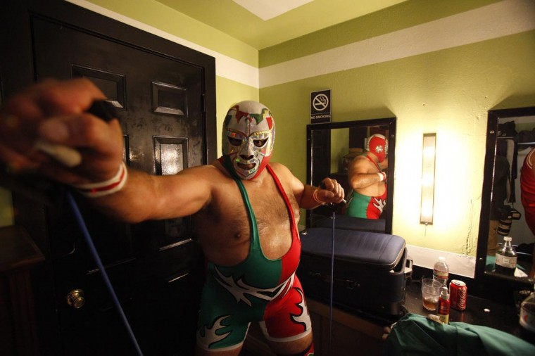 Lucha libre wrestler Dr Maldad warms up backstage before the Lucha VaVOOM show as part of a Cinco de Mayo celebration at the Mayan theatre in Los Angeles, California May 5, 2013. (Mario Anzuoni/Reuters)