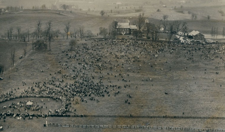 An aerial view of the crowd attending the annual Maryland Hunt Cup point-to-point in 1931. (Baltimore Sun File Photo)