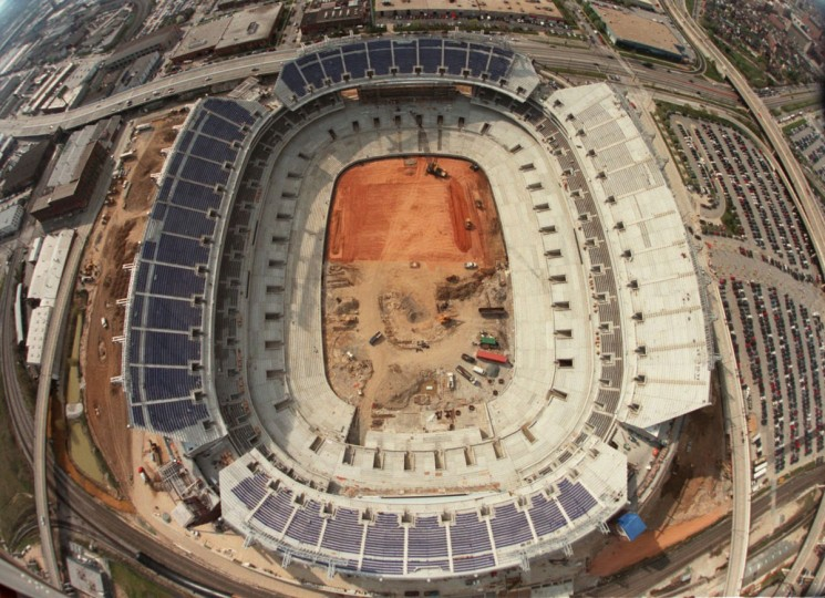 Ravens Stadium (now M&T Bank Stadium) is under construction in 1998. (Doug Kapustin / The Baltimore Sun)