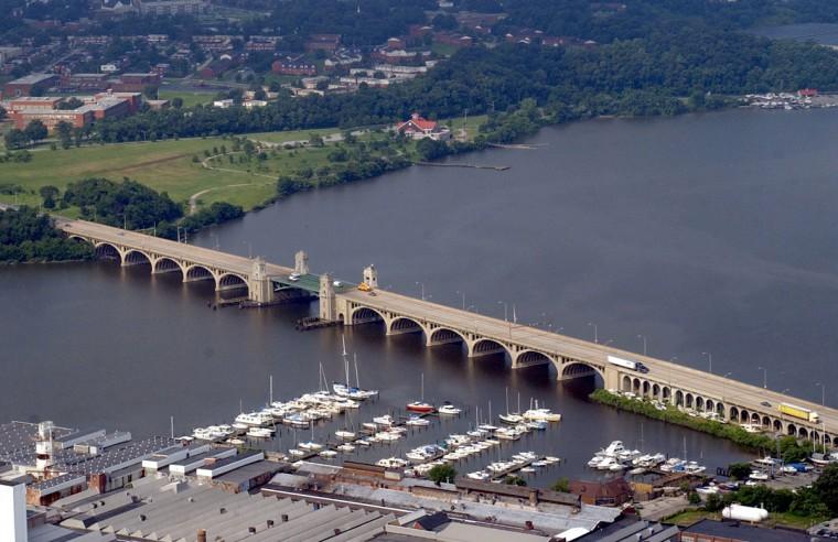 The Hanover Street bridge in 2003. (Kenneth K. Lam / The Baltimore Sun)