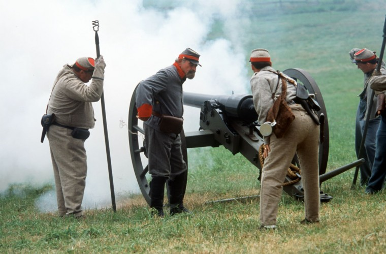 Reenactment of the Battle of Gettysburg: Confederate troops fire artillery at Union troops during a reenactment in 2003. (Robert London / Special to The Baltimore Sun)