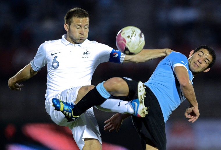 France's midfielder Yohan Cabaye (L) vies with Uruguay's defender Walter Gargano during the friendly football match at the Centenario Stadium in Montevideo. Uruguay won 1-0. (Franck Fife/Getty images)