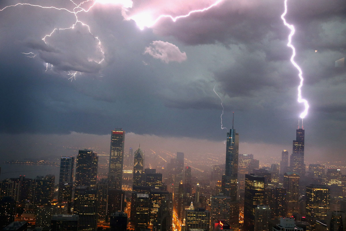 Lightning strikes Chicago skyscraper during storm