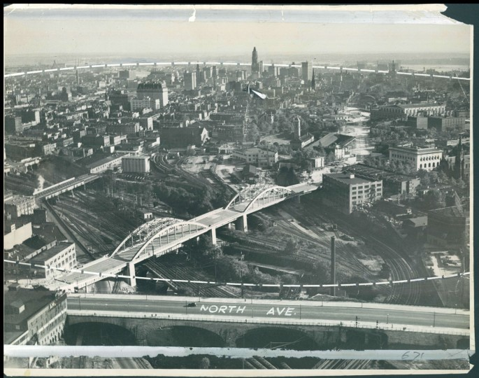 The view of the Howard Street Bridge, looking southeast. (Baltimore Sun File Photo)