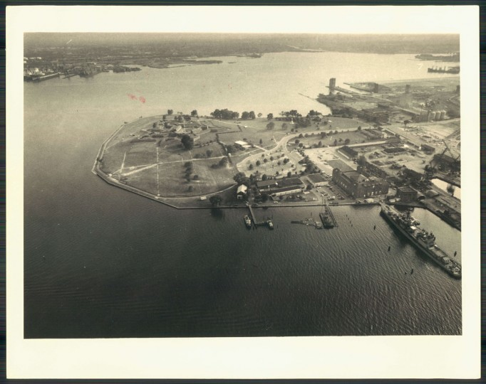 Fort McHenry is photographed from a helicopter in 1975. (Irving Phillips / The Baltimore Sun)