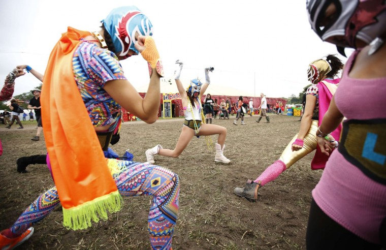The Luchos Libra traveling performers stretch on the third day of Glastonbury music festival at Worthy Farm in Somerset, June 28, 2013. (Olivia Harris/Reuters)