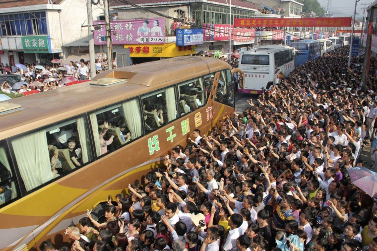 People see off buses carrying students who are traveling to attend the college entrance examination, or gaokao, at Maotanchang High School in Liu'an, Anhui province. Thousands of people including teachers, relatives and local residents came to bid farewell on Wednesday to more than 11,000 students from the school who are going to attend the exam which falls on June 7 and 8, local media reported. (China Daily)
