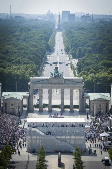 A general view of the Pariser Platz and Brandenburg Gate during the speech of U.S. President Barack Obama in Berlin. (Guido Bergmann/Reuters photo)