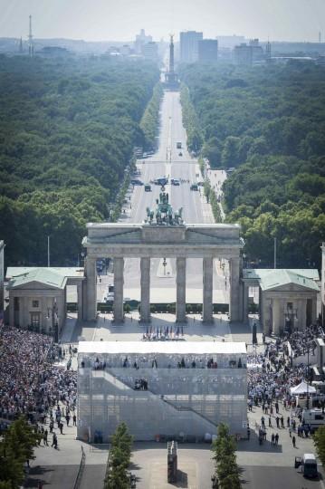 A general view of the Pariser Platz and Brandenburg Gate during the speech of U.S. President Barack Obama in Berlin. (Guido Bergmann/Reuters photo)