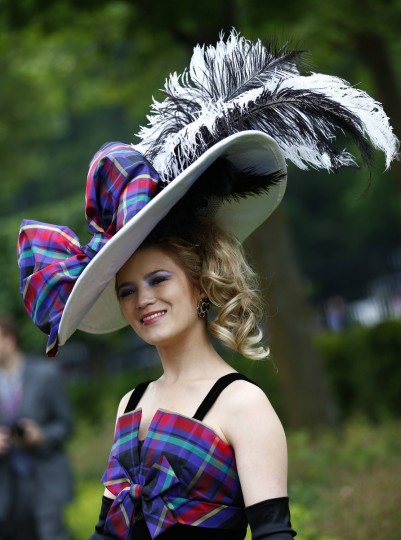 Racegoer Mimi Theobald arrives for Ladies' Day at the Royal Ascot horse racing festival at Ascot, southern England. (Darren Staples/Reuters photo)