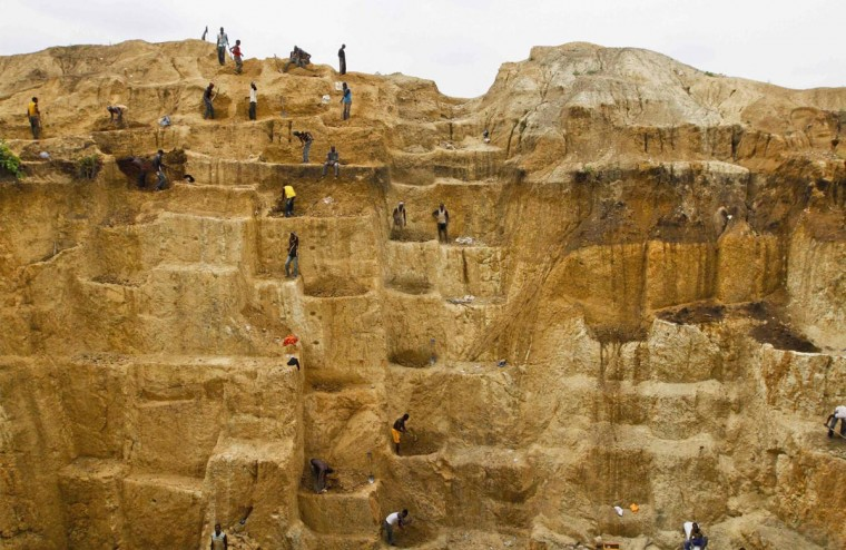 Laborers work at a mine believed to contain gold in Minna, Niger State June 23, 2013. (Afolabi Sotunde/Reuters)