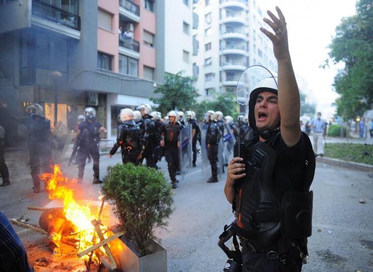 A riot policeman reacts to a fire made by anti-government protesters during a demonstration in Izmir, western Turkey, June 2, 2013. (Emre Tazegul/Reuters)