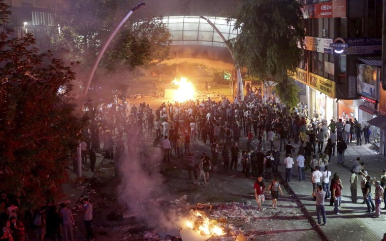 Protesters gather on a main street during clashes between police and anti-government protesters in Ankara, late June 1, 2013. (Stringer/Reuters)