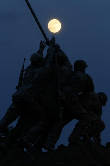"The largest full moon of 2013, also referred to as a ""supermoon,"" rises over the Iwo Jima memorial in Arlington, Virginia, near Washington, June 22, 2013. (Jason Reed/Reuters)"