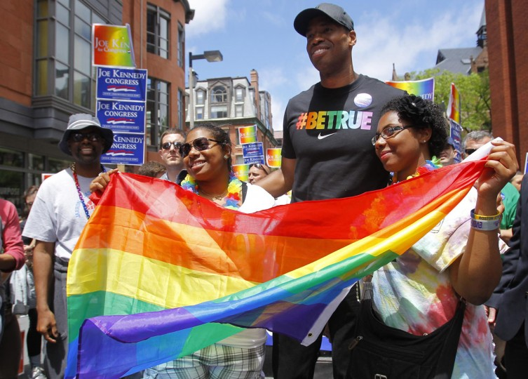 Kayshia Nicolas, right and her twin sister Katiana pose for a photo with NBA player Jason Collins before the start of the Gay Pride Parade in Boston, June 8, 2013. (Jessica Rinaldi/Reuters)