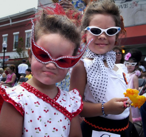 "Kaylee Prestianni, 3, of Baltimore and Chloe Ziegler, 3, of Towson pose for a photographer while they wait to compete in the ""LIL' HON CONTEST"". (Chiaki Kawajiri/Baltimore Sun)"