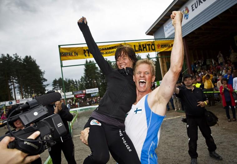 Kristiina Haapanen and Taisto Miettinen (R) of Finland celebrate after winning the Wife Carrying World Championship competition in Sonkajarvi July 6, 2013. REUTERS/Roni Rekomaa/Lehtikuva