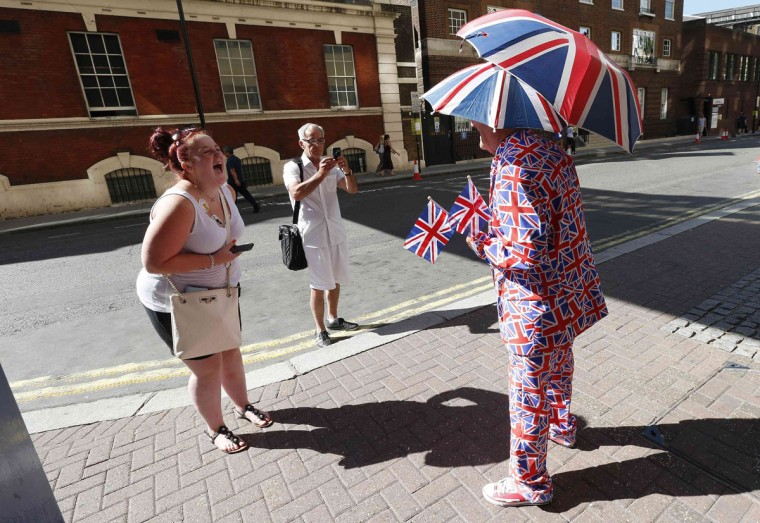A royal supporter and an onlooker laugh as they stand opposite the Lindo Wing of St Mary's Hospital, where Britain's Catherine, Duchess of Cambridge is due to give birth, in London July 19, 2013. The first child of Prince William and his wife Kate is due in July, with the couple saying they have no idea of the sex of the royal baby. (Suzanne Plunkett / Reuters)